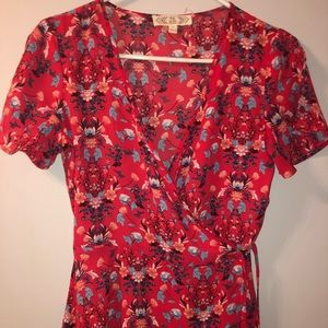 Women's red and floral size small wrap top